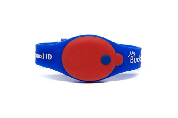 alarming water safety device for children on a wrist